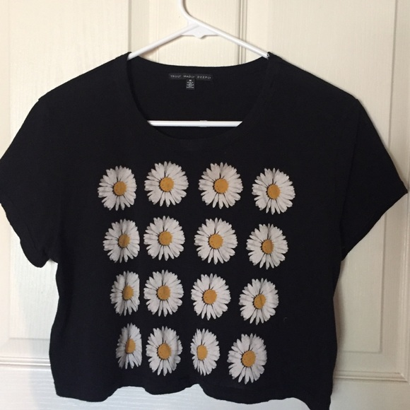 6b9e53002 Truly Madly Deeply Tops   Urban Outfitters Cropped Graphic Tshirt ...